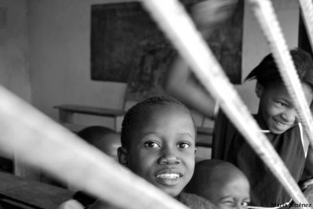 Niños en una escuela de Madina, una villa a media hora de Milla 91.