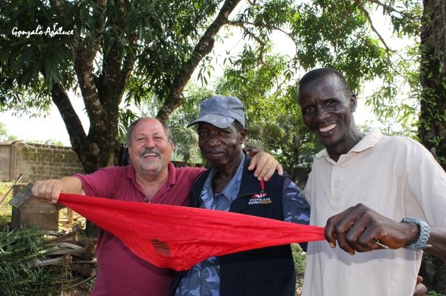 El 6 de julio, Garayoa celebró el chupinazo con sus amigos Hassan y Medo Mansaray. / Foto Gonzalo Araluce.