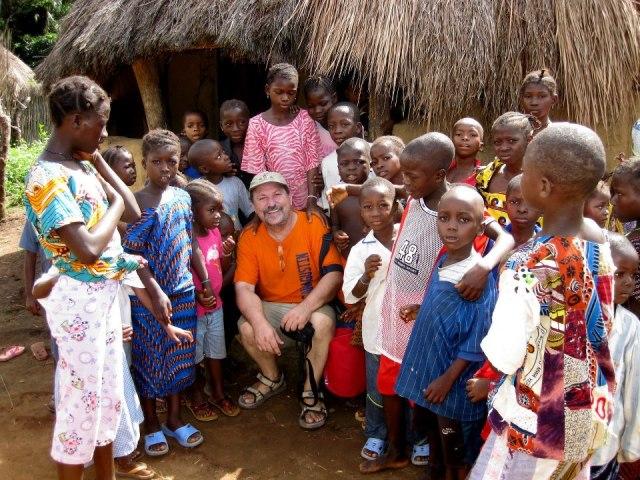 Garayoa lleva ocho años desarrollando su labor en Kamabai, en pleno corazón de Sierra Leona. / Foto cedida.